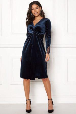 Mørk blå fløyel kjole
