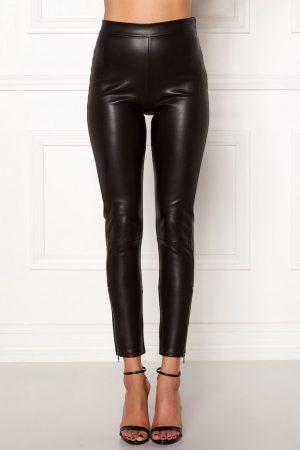 Lekre bukser i imitert skinn